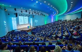Thilo Baum tritt beim Deutschen Ausbildungsleiterkongress 2019 auf.