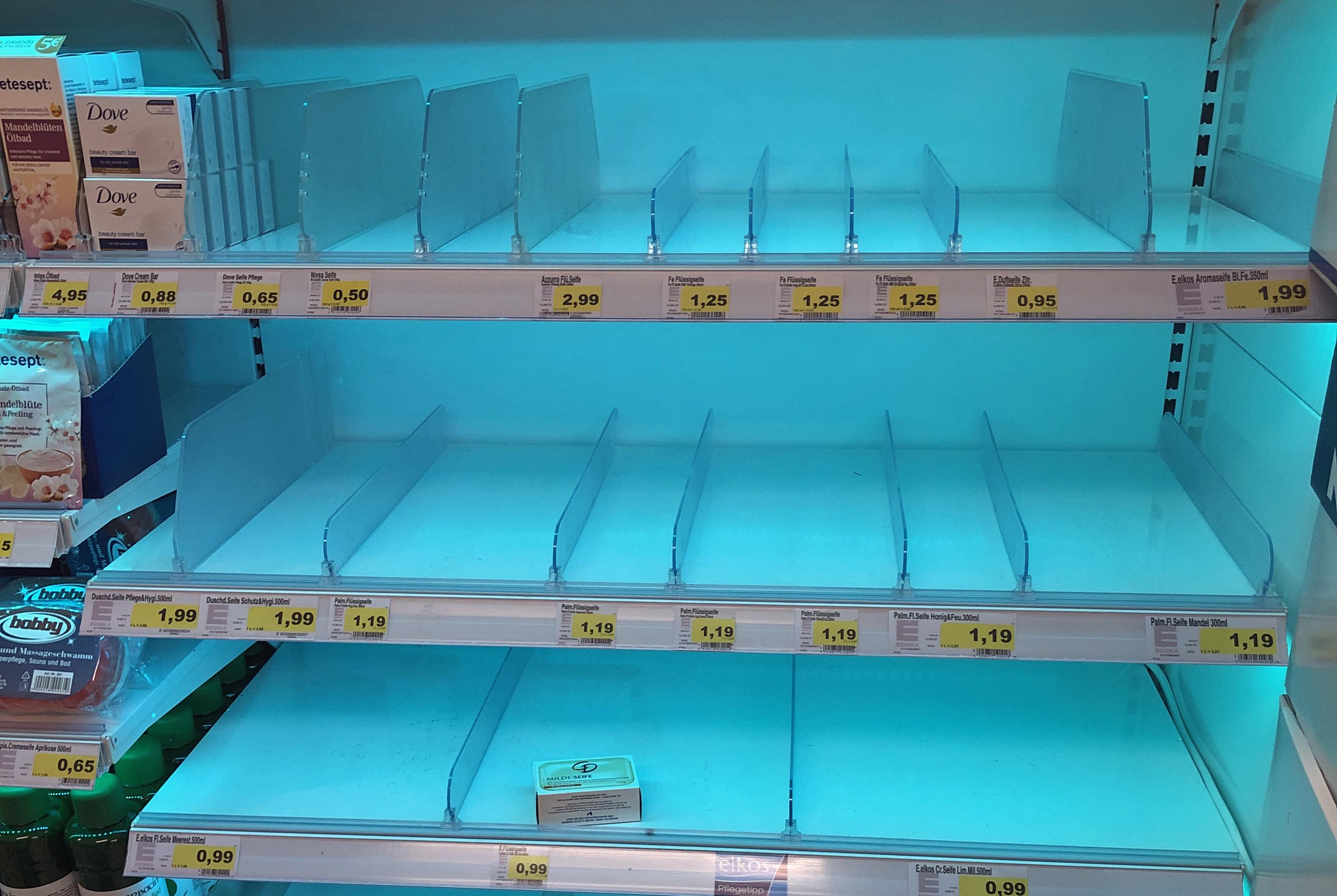 Ein leeres Seife-Regal im Supermarkt