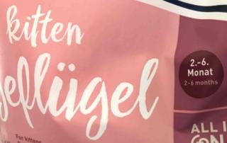 """Katzenfutterpackung mit der Altersangabe """"2.-6. Monat"""""""