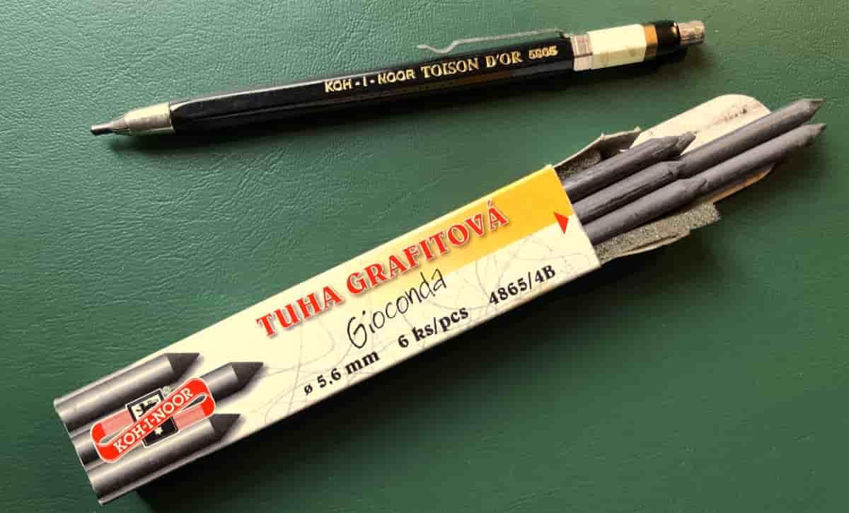 Bleistiftschreiber mit Minen zum Einspannen